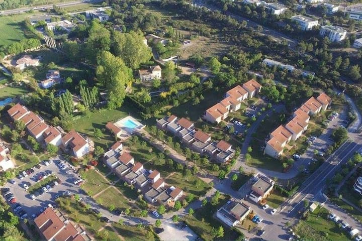 Appt + terrasse + piscine proche d'Aix-en-Provence