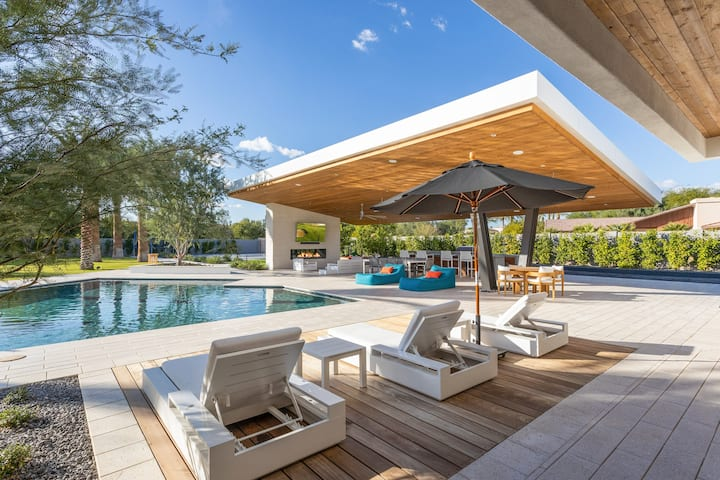 New Listing! Lavish Estate: Resort-Style Backyard
