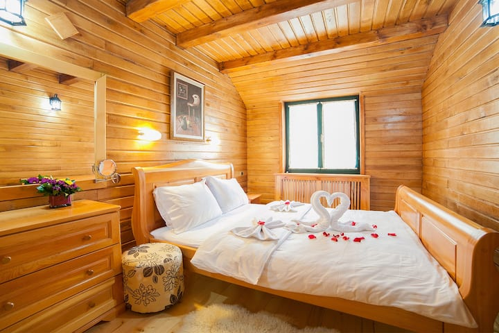 Gacka - Cute One Bedroom Cottage with Balcony