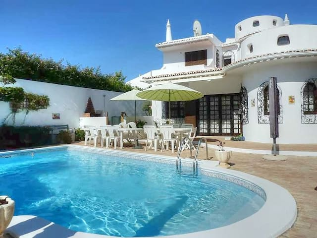 Yennefer Villa, Albufeira, Algarve - Albufeira - Ev