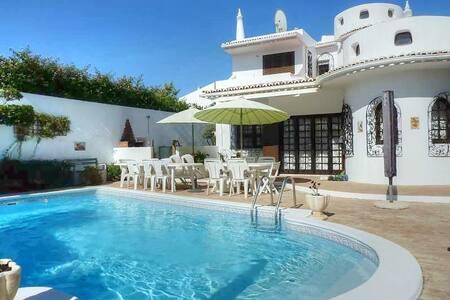 Yennefer Villa, Albufeira, Algarve - Albufeira - Hus