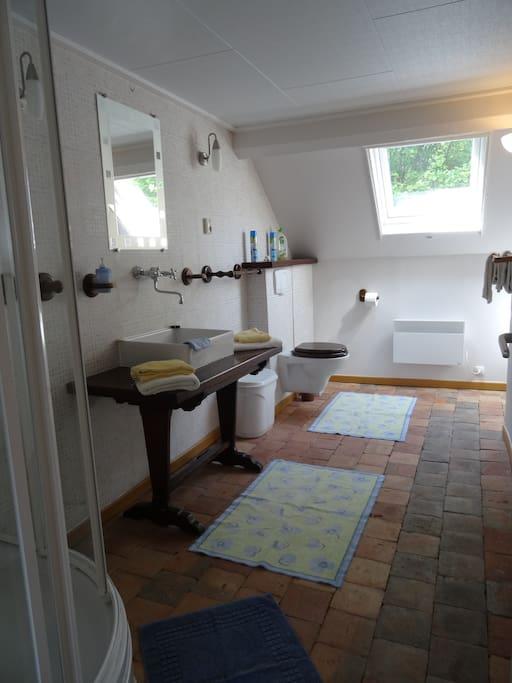 exemple d'une des deux salles de bains