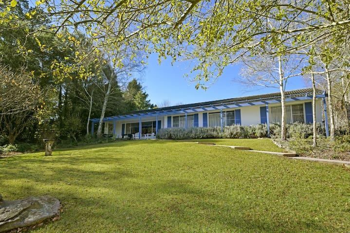 Fernielle-central location & leafy outlook - Bundanoon - Huis