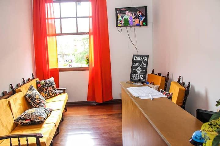 Pousada &Hostel S Luiz-hotelaria econômica central