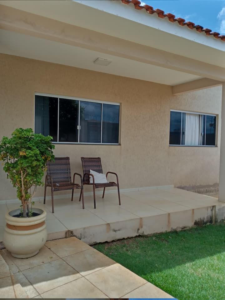 Casa Ampla e Confortável em setor nobre .