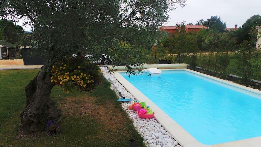 Maison individuelle de plain-pied, piscine, Alès