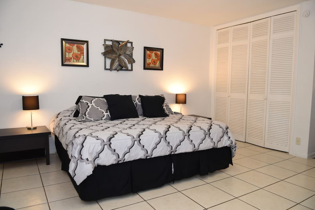 """Beds shown in """"King"""" configuration. (Beds can separate to 2 Twins.)"""