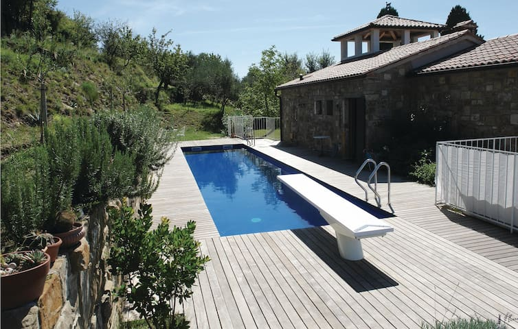 Holiday apartment with 3 bedrooms on 100m² in Marezige