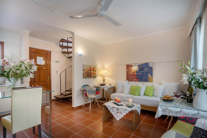FRINI: Stylish and sweet in the heart of Crete - Easy access to Santorini