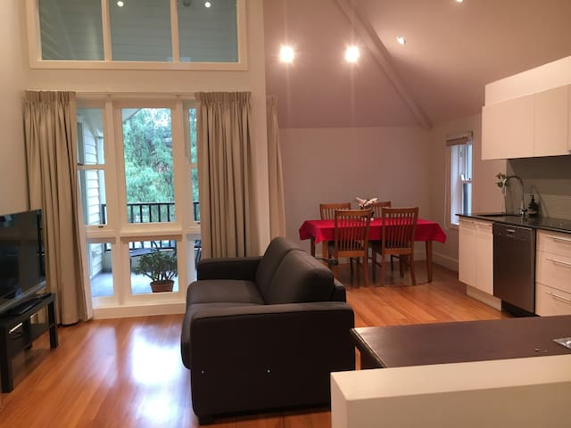Amazing private flat in Newtown