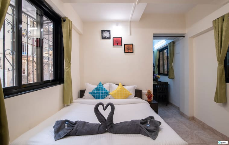 Cosy studio in Bandra near Hill Road & Lilavati!