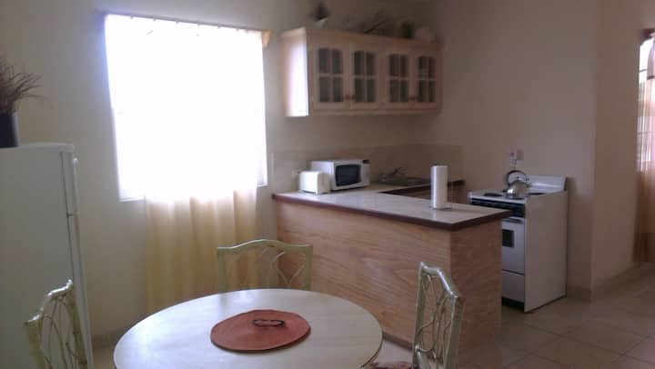 1 Bed A/C Apt nr Dover Beach, No. 6