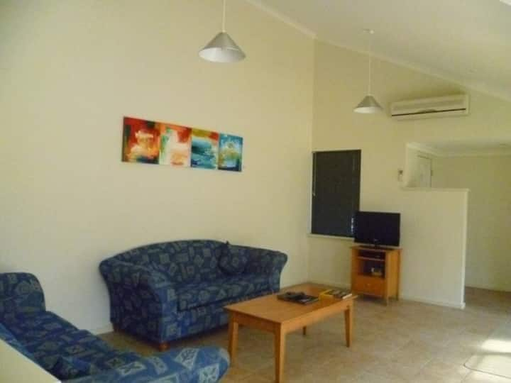 Cosy private room, close to the Beach