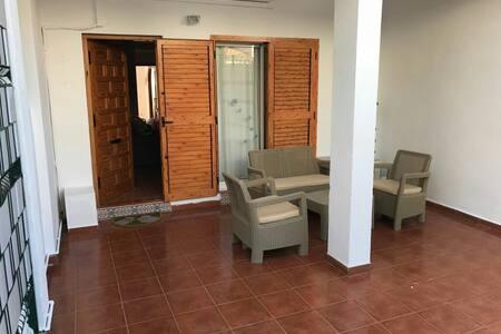 Casa en urbanizacion  y playa d. p. - Alicante - Hus