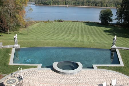 31 acre  Hudson River estate with infinity pool - Coxsackie