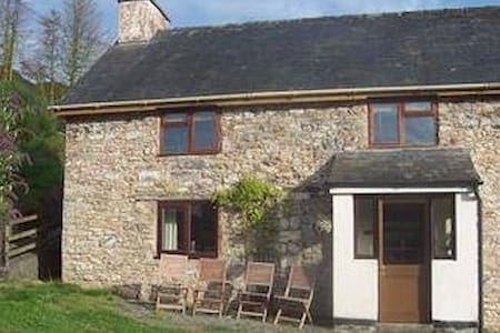 Little Wern Holiday Cottage & Fossil Quarry - Hundred House