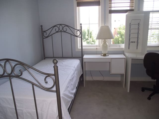 Comfortable Bright Private  Room