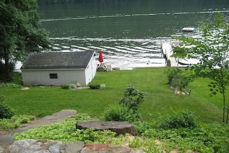Lake Cottage 70 miles from NYC - New Fairfield - House