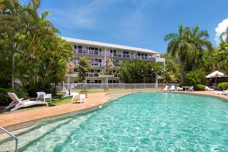 Family friendly resort Pools WiFi AC Foxtel Netflx