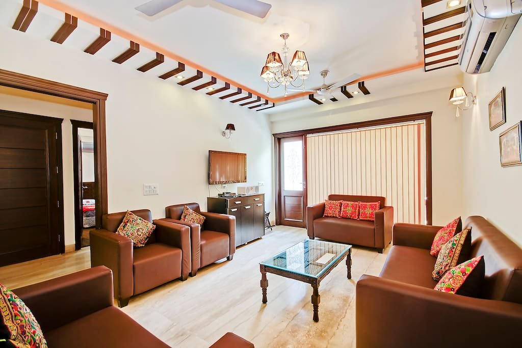 The Indian Handicraft  for 6 Guests and the Living Room Fully Furnished with Huge Balcony
