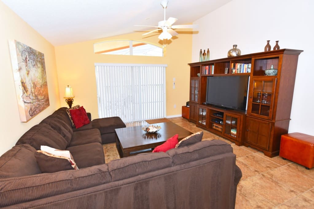 Entertainment Center,Couch,Furniture,Indoors,Room