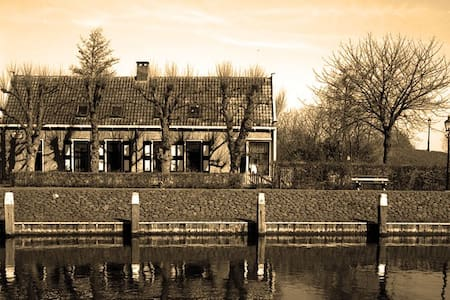 Family house in nature reserve - De Heen