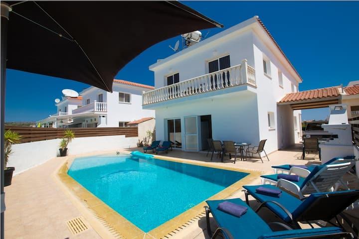 Nissi Villa Carina, 4 Bdr XXL Pool 100% sterilized