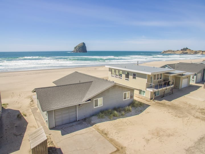 The Westerly #121 - Oceanfront cabin with amazing views, direct beach access. Pet friendly.