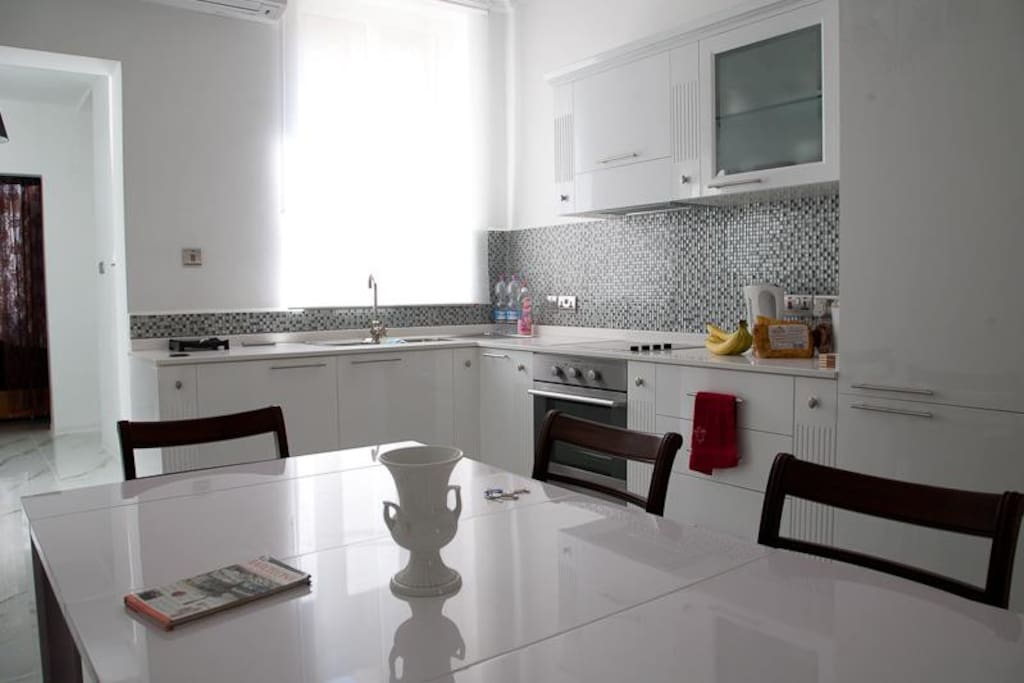 Full kitchen, with washer and oven