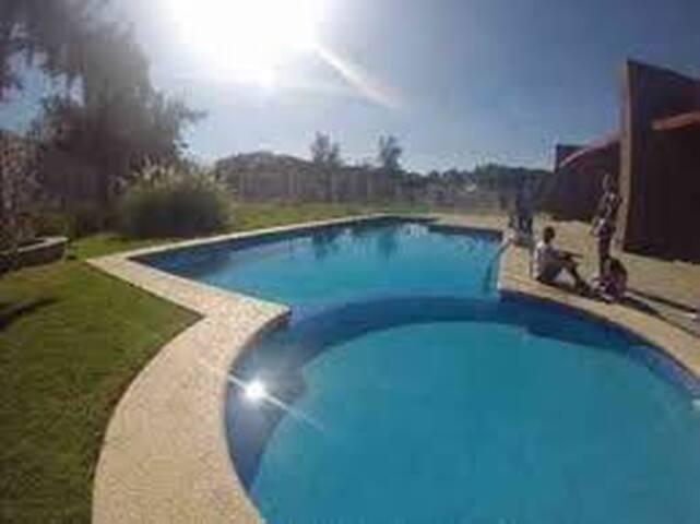 Habitación en Residencial/albercas - Leon
