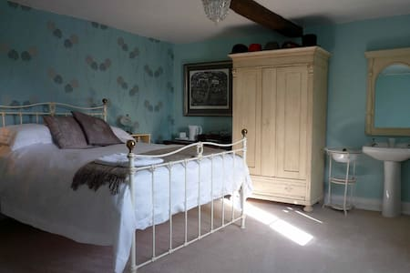 Clinkgate Farmhouse, Windmill room - Frome