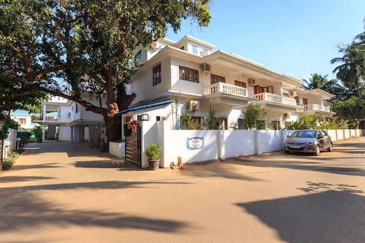 Large Room Accom near Candolim beach - North Goa - Guesthouse