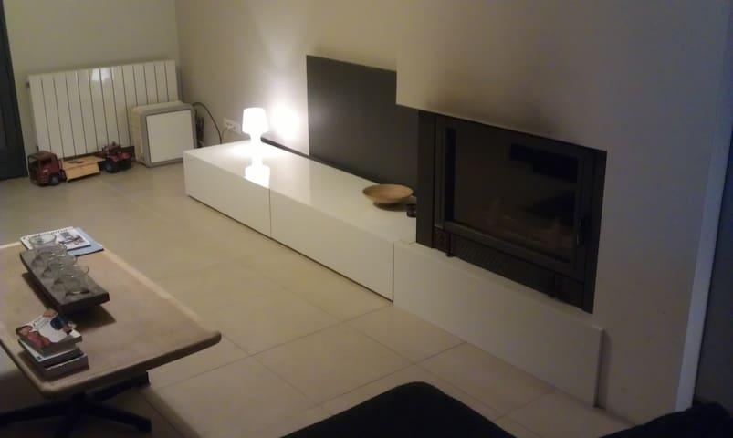 Chambre moderne à la campagne - Saint-Clair-du-Rhône - Casa