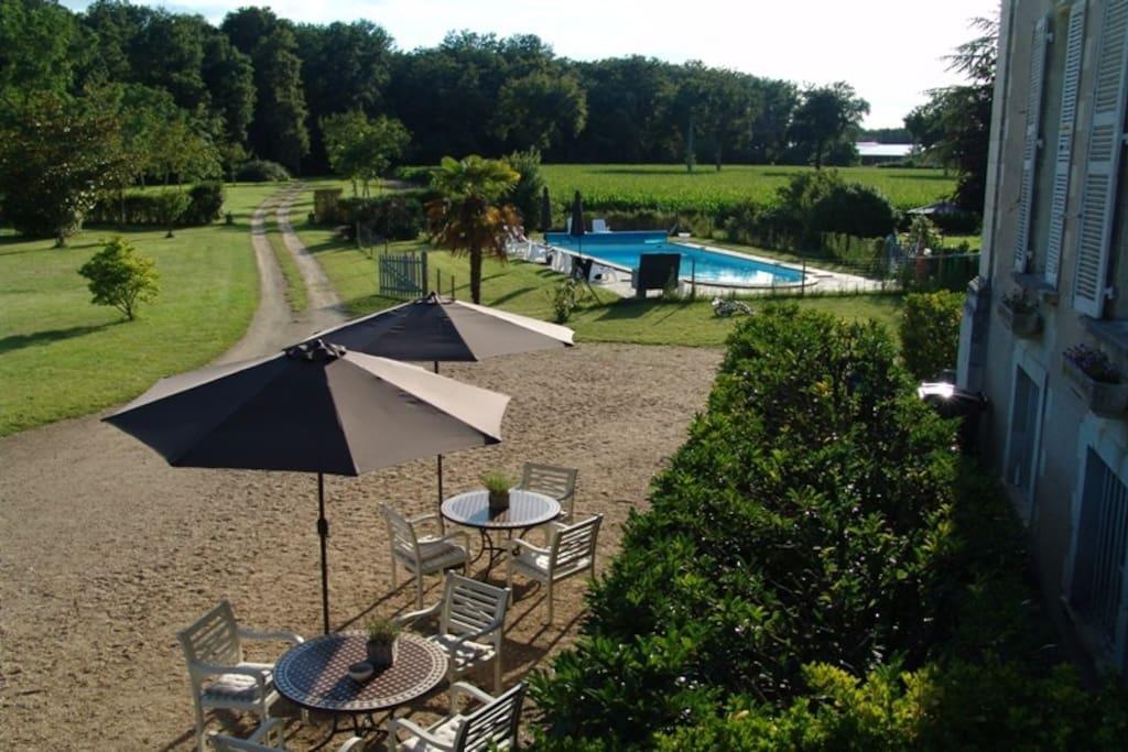 Chateau la Mothaye - terras and pool