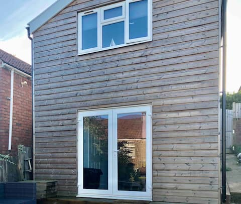 Lovely self-contained annexe with en-suite