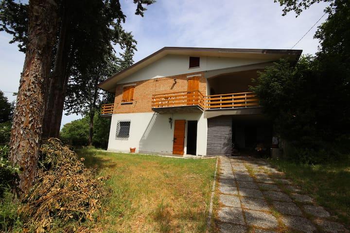 Una casa nel bosco a Verucchio. - Verucchio - Casa de camp