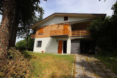 Una casa nel bosco a Verucchio. - Verucchio - Vila