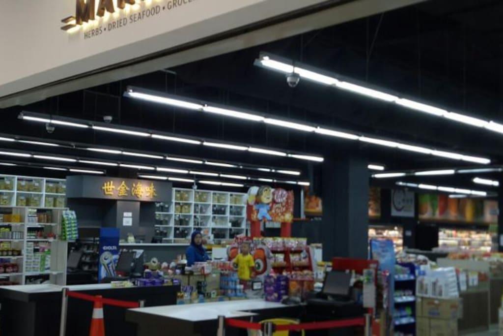One Amerin Mall Shop