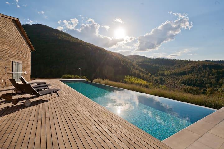 Umbria Hideaway Villa Caimeli- Boudoir   No.1