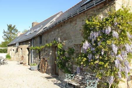 Middle Cottage    St André 22480  - Saint-Nicolas-du-Pélem