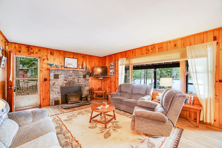 Lakefront Home W/ WiFi, Dock, Lake Views From Deck & Screened-In Porch!