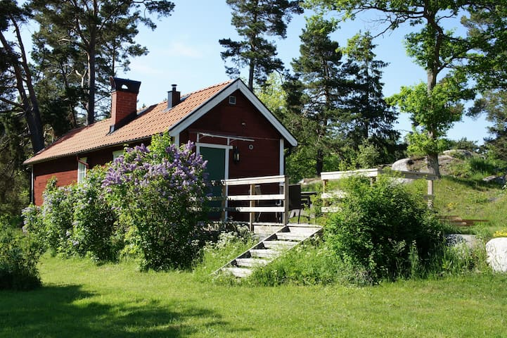Charming house w/ garden by the sea - Österåker Municipality - Mökki