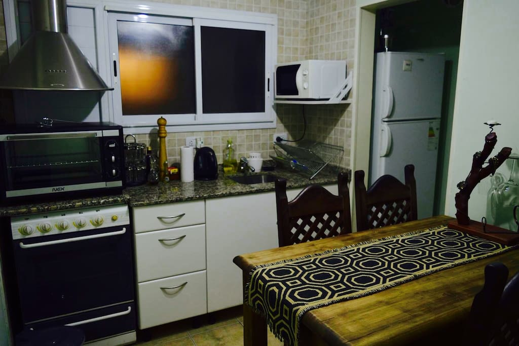 Kitchen: cozy, tidy and fully equipped.