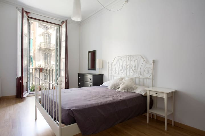 Lovely and sunny double room in BCN - Barcelona - Apartment