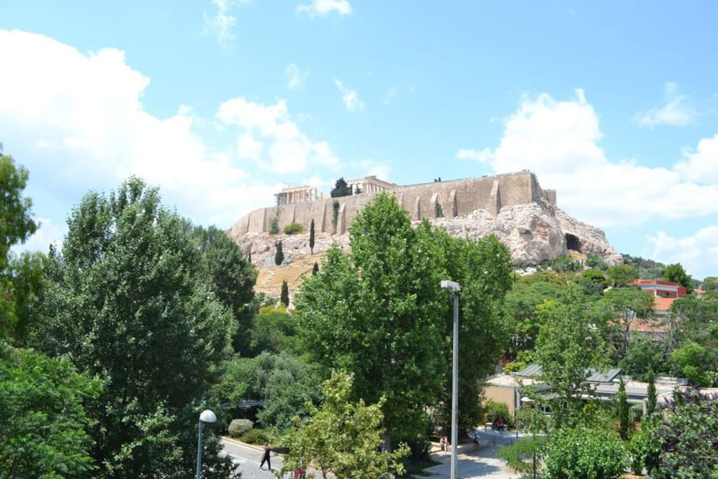 Astonishing view of the Acropolis.