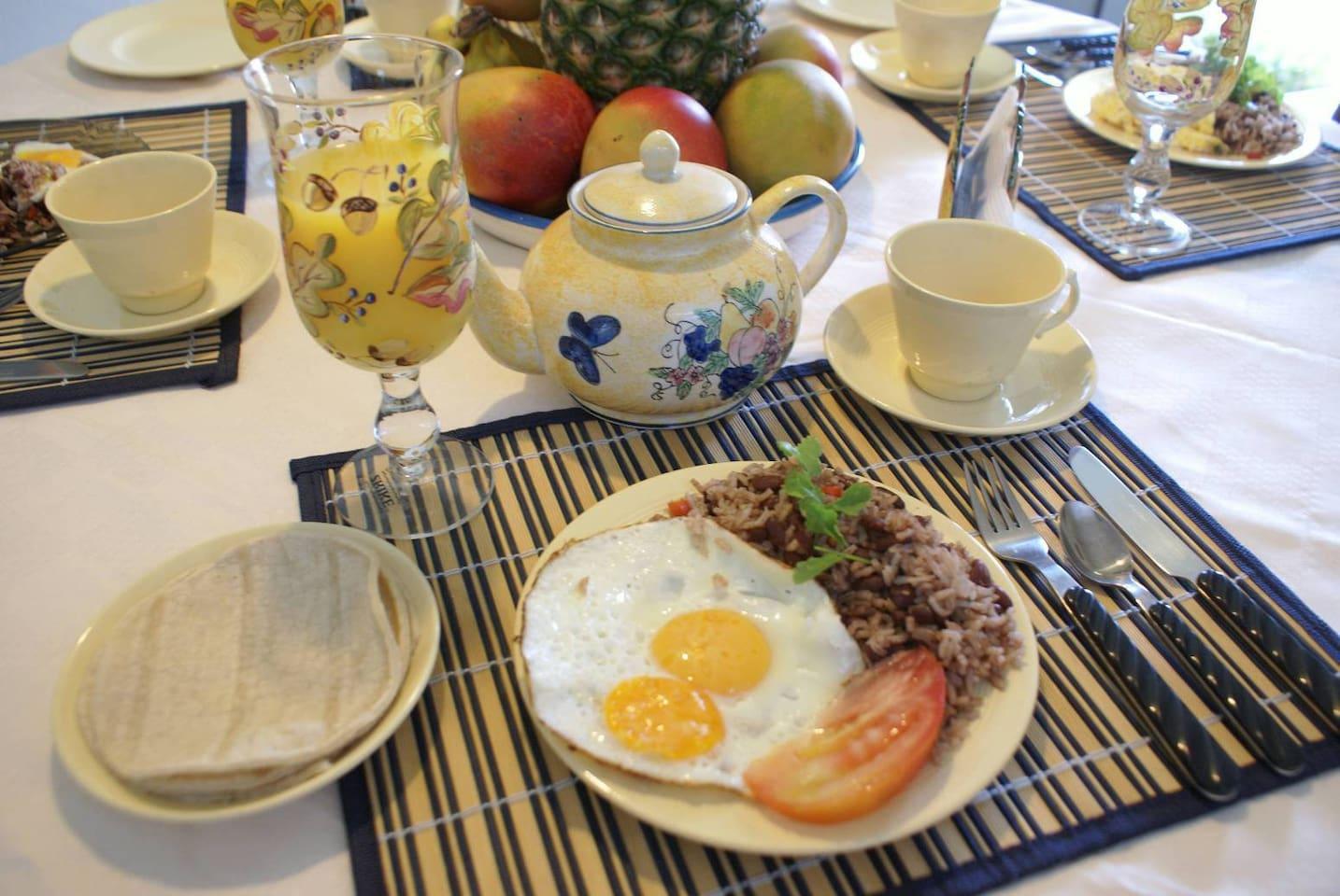 Typical Costa Rican breakfast: gallo pinto y huevos