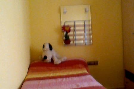 Sunny bedroom at huercal Overa - Huércal-Overa - Apartment
