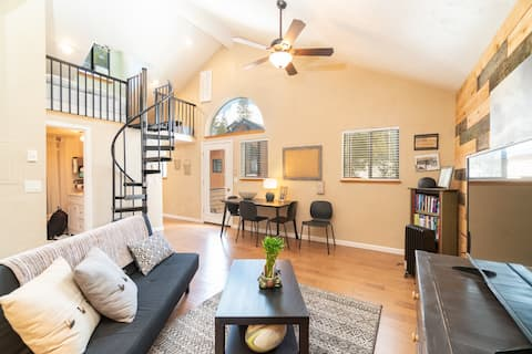 Friendly and fun condo with pool and spa included.