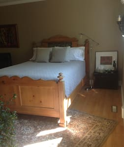 Rustic Charm - Calgary - Bed & Breakfast