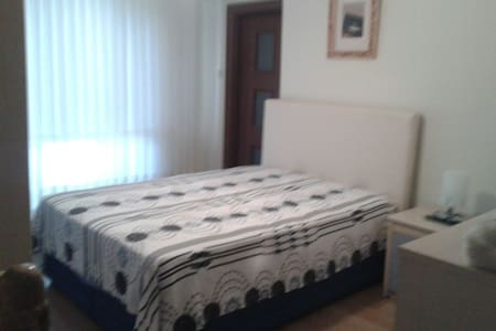 lovely room, which has own bath, in a family house - Mudanya - Wohnung